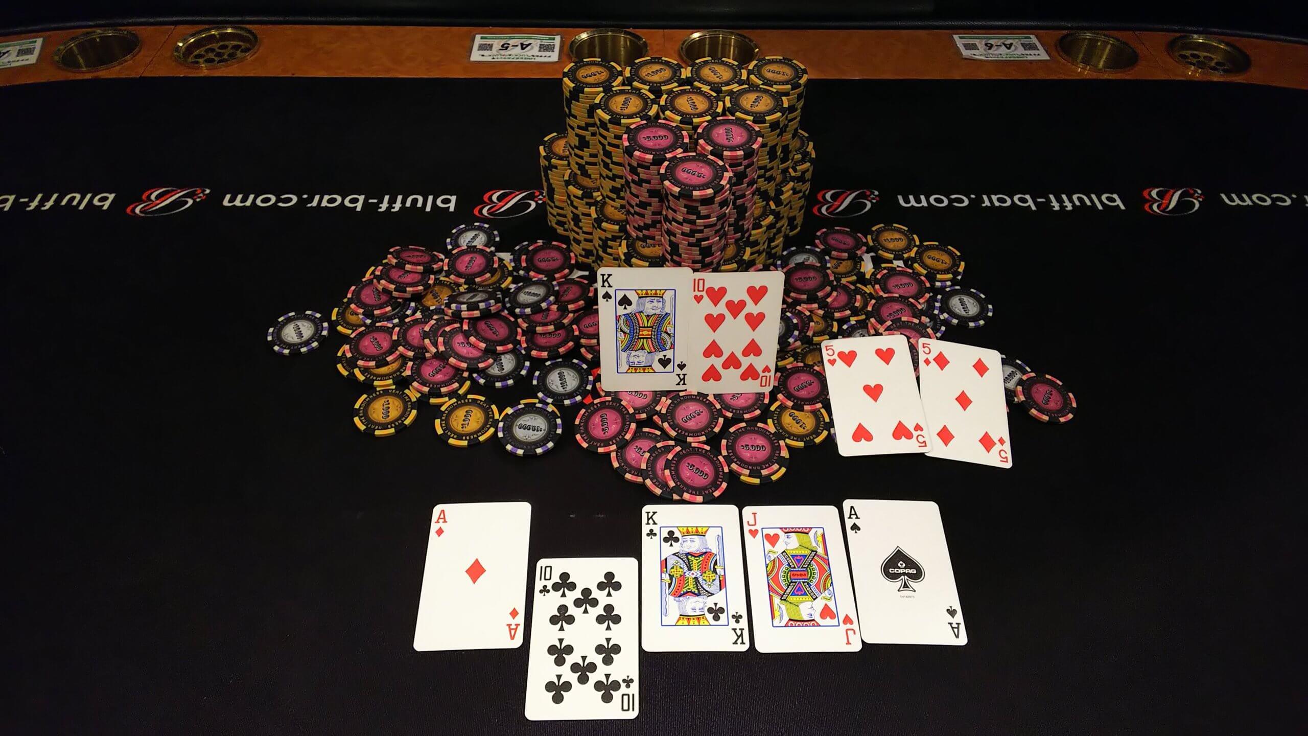 ポーカーゲームの様子